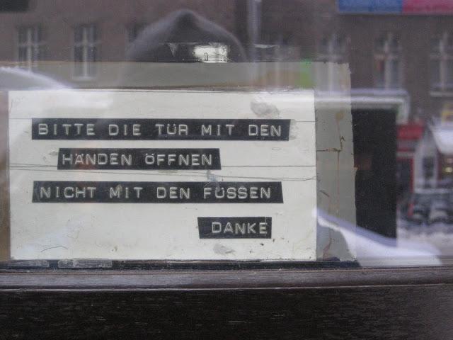 Bitte die t r mit den h nden ffnen notes of berlin for Tur mit scheckkarte offnen