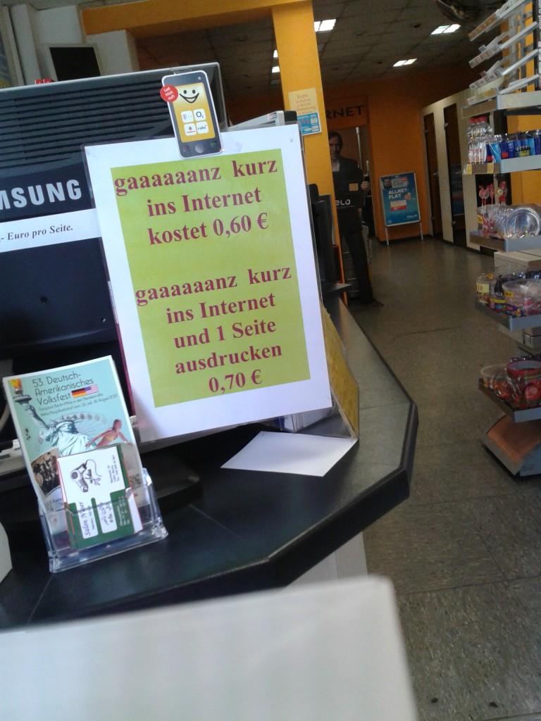 Internetcafé im S-bf Hermannstr_Neukoelln_Dominik