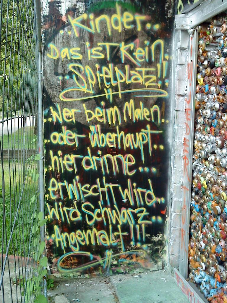 AA Lichtenberg_Gloeckchen_Kommentar Spielplatz fuer die Grossen