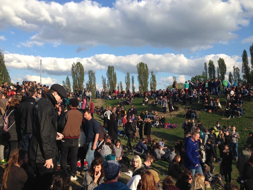 1 Mai Berlin Menschen Menschenmasse Goerlitzer Park