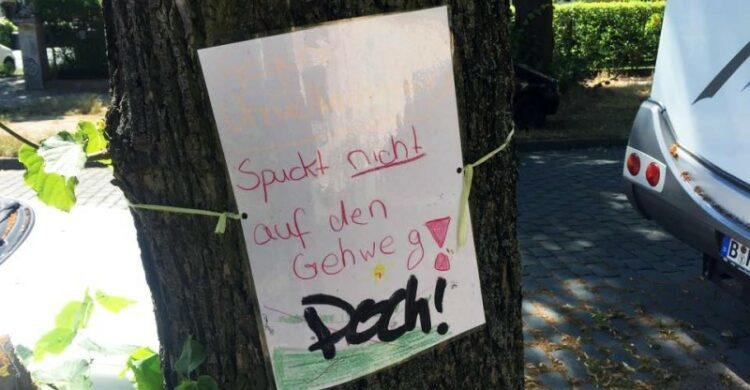 Gehweg spucken Berlin