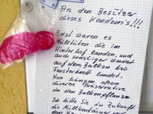 Kondome im Hausflur Hof Treppenhaus Berlin Fickende Nachbarn Sex