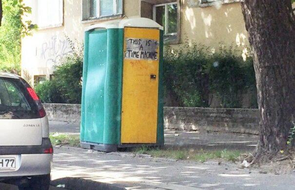 Time Machine Dixi Klo Berlin