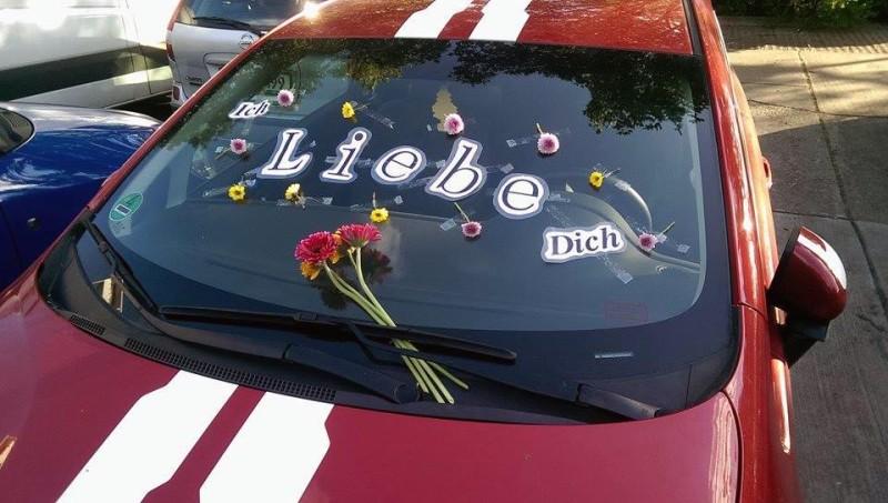 Liebesbeweis mit Auto