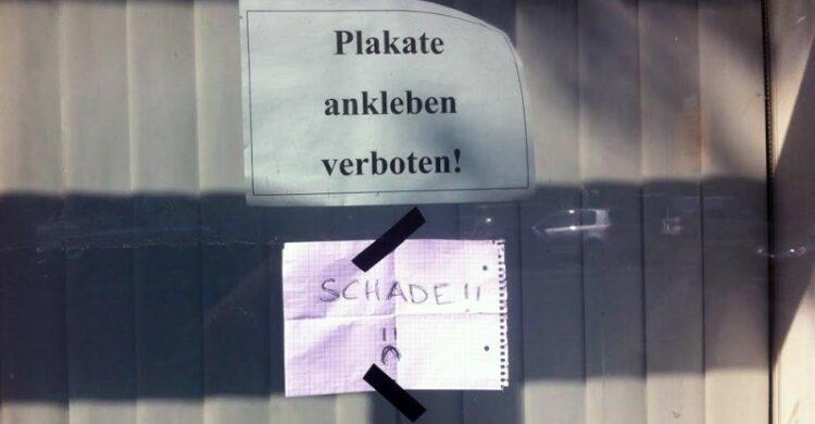 Plakate kleben Berlin verboten