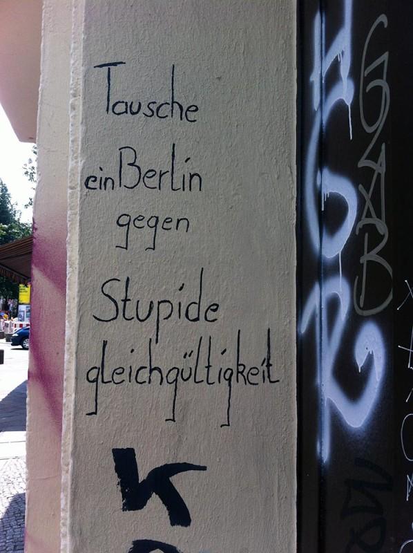 kritische politische Graffitti Berlin