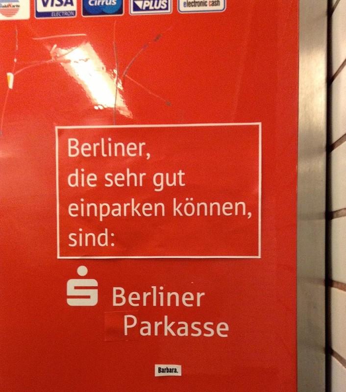 Auto PKW parken in Berlin Berliner Autofahrer Adbusting