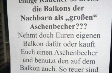 Zigaretten vom Nachbarn auf dem Balkon Berliner Nachbarschaft Notes of Berlinjpg