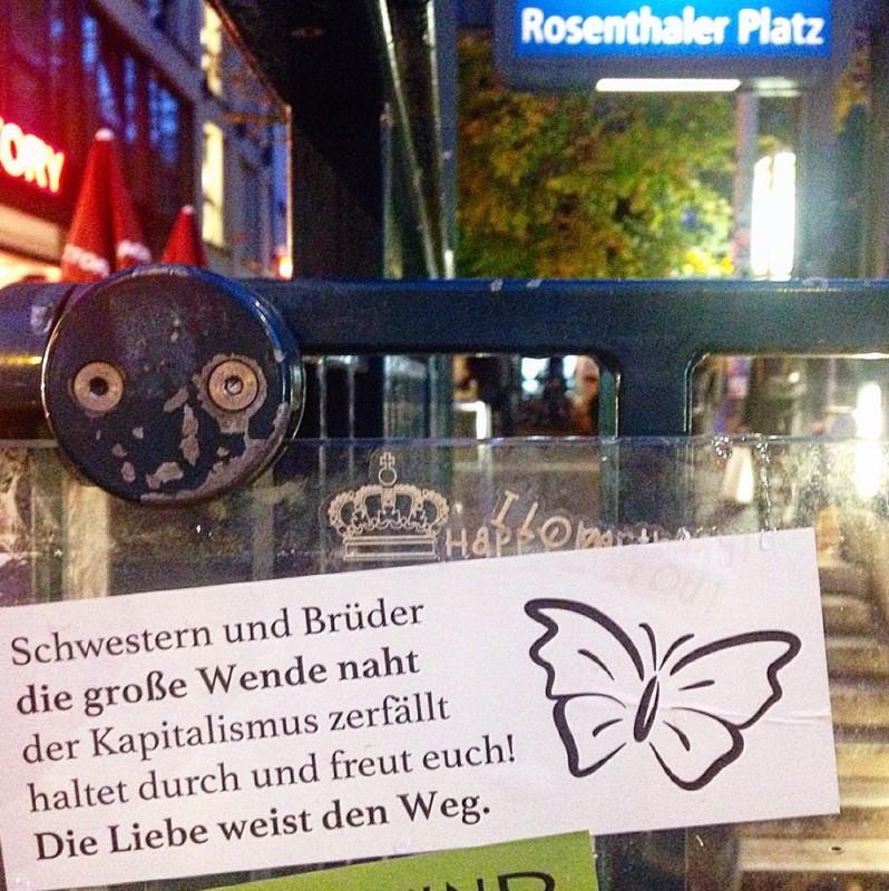 kapitalismus berlin stickers berlin botschaften aus der hauptstadt anti-kommerz Kopie