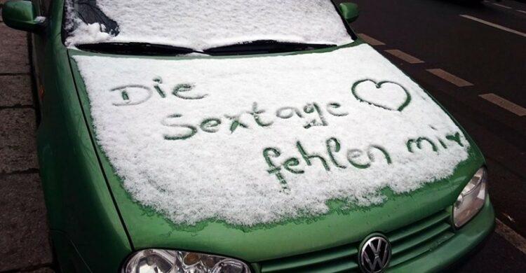 Lustige Sprüche im Schnee Schnee-Graffiti