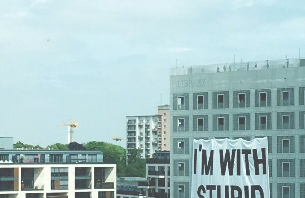 Riesenbanner Kunstakademie Stuttgart Einkaufszentrum