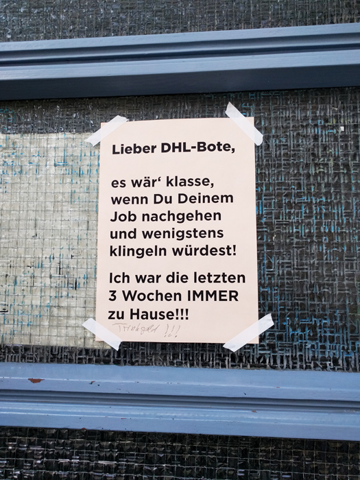 Dhl-Berlin-Paketbote