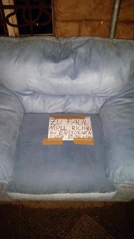 jung pleite und st ndig mit dem smartphone im netz es gibt hilfe anzeige notes of berlin. Black Bedroom Furniture Sets. Home Design Ideas