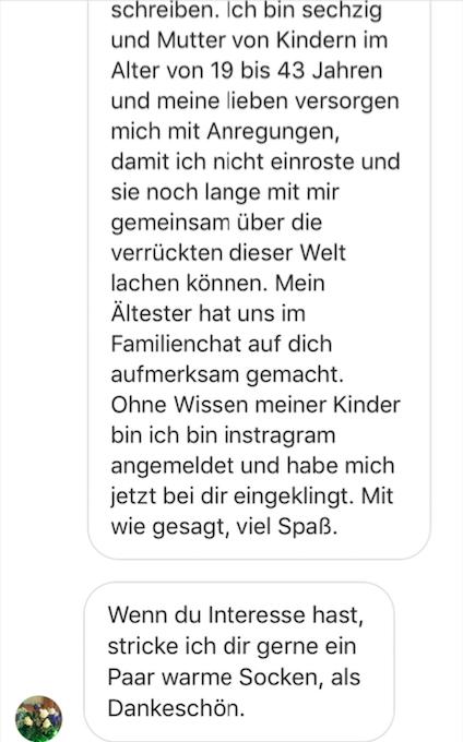 Notes of Berlin Leserin strickt Socken